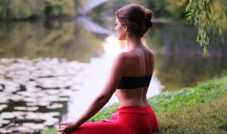 Как избавиться от боли в спине и укрепить тело с помощью йоги