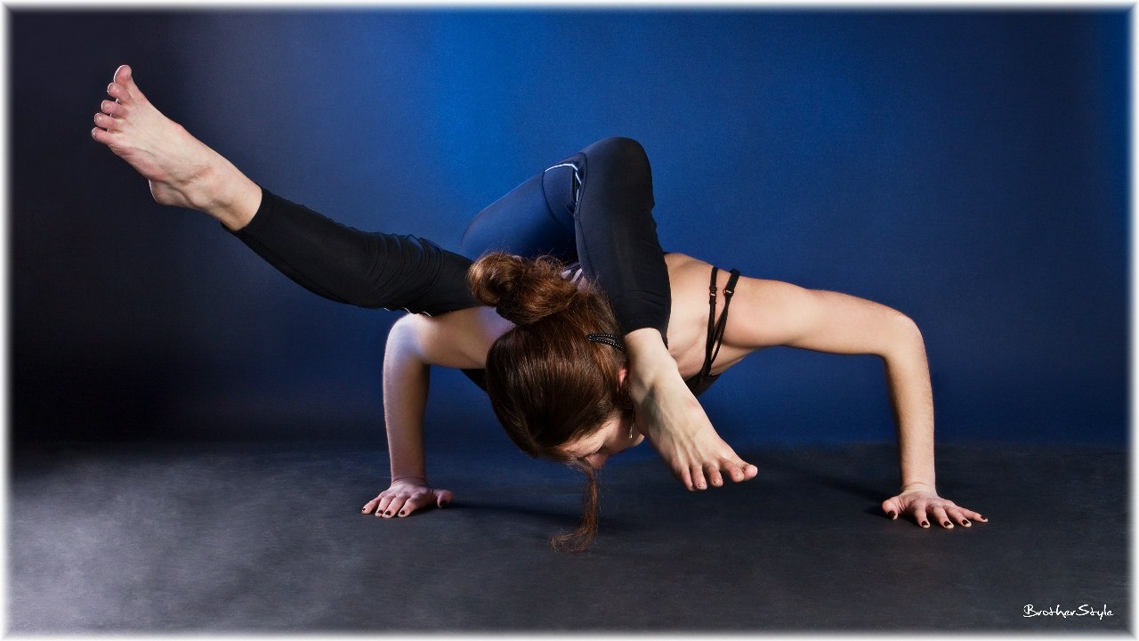 Вероника Тулаева тренер инструктор по йоге Йога 23 Йога на Пхукете
