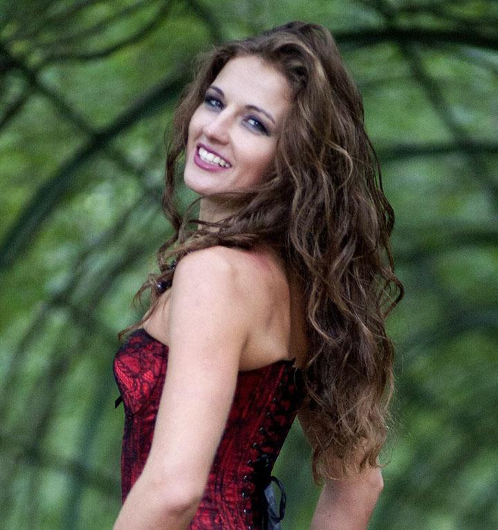 Веронка Тулаева - тренер по Йоге 23 Yoga23